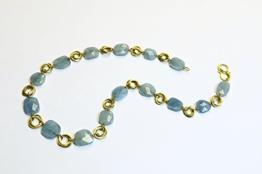 Aquamarinkette mit gedrehten goldenen Zwischenteilen -