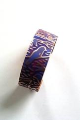 Armreif aus Kupfer, blau-violetter Patina -