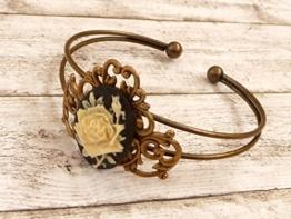 Armreif mit Rosen Kamee und filigranem Ornament -