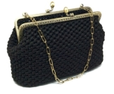 BRIGITTA - Handmade in Italy - Handtasche elegant. Schwarz. Evening black clutch purse with golden vintage kiss clasp. -