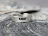 ∞ Infinity Unendlichkeit Ring aus 925 Sterling Silber 5mm breit handgestempelt, geschwärzt, glänzend -