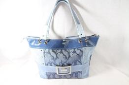 Echtleder Handtasche Blau Töne kombiniert mit Jeans -