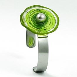 Edelstahl-Armreif mit Scheibe aus Murano-Glas in Grün-Tönen, greenery, Glas-Schmuck, Wechsel-Schmuck, Unikat -