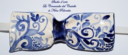 Fliege Keramik Antiquae Linie Piece Unique Hergestellt und von Hand bemalt Le Ceramiche del Castello Made in Italy Maße: 10,5 x 5 cm. -