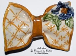 Fliege Keramik Blumen Linie Piece Unique Hergestellt und von Hand bemalt Le Ceramiche del Castello Made in Italy Maße: 9.5 x 4.5 cm -