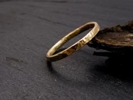 gehämmerter Ring aus 333 Gelbgold, 8 CT -
