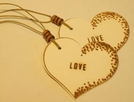 Geschenkanhänger LOVE/ 2 STÜCK/ Präsentanhänger/ Valentinstag/ Herzanhänger/ Liebe/ Geschenkdekoration/ Glückwunschkärtchen/ Gift Tag/ Deko - Anhänger/ Holzschliffpappe/ Naturdeko -