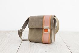 graue Lederhandtasche Crossbodybag Umhängetasche aus echtem Leder Handarbeit aus dem Allgäu -