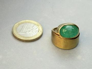 Großer goldener Smaragd-Ring -