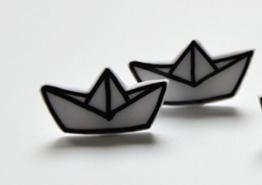 Handbemalte Schrumpf Kunststoff Ohrringe Weißes Papier Schiff -