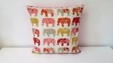 Handgefertigt Dekorative Elefanten auf dem März Kissen Cover Hellrosa. Größe 45cm x 45cm. -