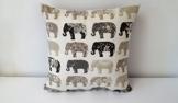 Handgefertigt Dekorative Elefanten auf dem März Kissen Cover Holzkohle. Größe 45cm x 45cm. -