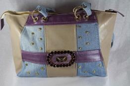 Handtasche aus Echtleder kombiniert mit Jeans -