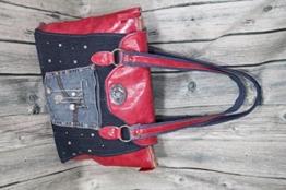 Handtasche Echtleder rot kombiniert mit Jeans -