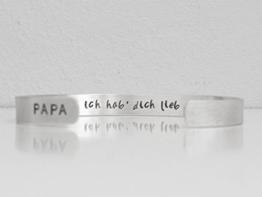 Individualisierbar. Männer Herren Armreif aus 925 Sterling Silber 7mm breit handgestempelt, gebürstet. Papa ich hab' dich lieb. Geschenk für den Vater. -