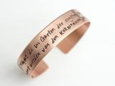 Individualisierbarer Kupfer Armreif 1,3 cm breit handgestempelt - Texte ab 61 - 120 Zeichen -