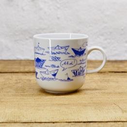 Kaffeebecher / Becher maritimes Design Papierschiffchen - Porzellan blau-weiss von Ahoi Marie -