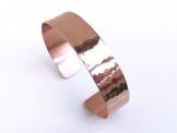 Kupfer Armreif grob gehämmert 1,3 cm breit glänzend -
