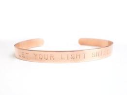 Kupfer Armreif LET YOUR LIGHT SHINE handgestempelt 6mm breit glänzend ungeschwärzt -