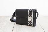 Lederhandtasche mit Polka Dots, süße Umhängetasche aus schwarzem Rindsleder , femininer Crossbodybag -