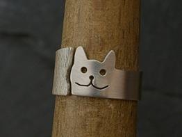 Offener Silberring mit Katzenmotiv glatt und rauh -