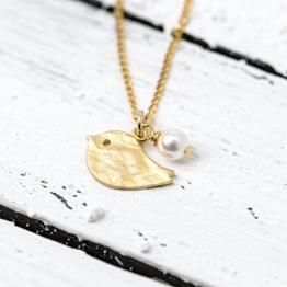 Perlenschmuck: Vergoldete 925er Kette mit matt vergoldetem Vögelchen und Perle -