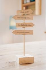"""Persönlicher Wegweiser - """"WoDeinHerzWohnt"""" - personalisierter Holzwegweiser mit individuellen Orten und Entfernungen - ein persönliches Geschenk zu Weihnachten, Geburtstag, Hochzeit, Umzug -"""