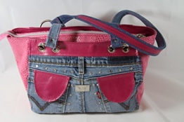 pinke Echtleder Handtasche kombinert mit Jeans -