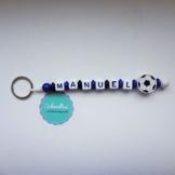 Schlüsselanhänger mit Namen Gravur Motivperle Fußball Kindergartentasche Schultasche Rucksack Schlüsselring Vereinsfarben blau schwarz weiß | Junge Mädchen Namenskette -