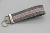 Schlüsselband Schlüsselanhänger Filz Designfilz Blumen Blüten rosa hellgrau -