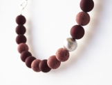 Statement Polariskette weinrot mit Wisilvaperle Kette Collier dunkelrot bordeaux -