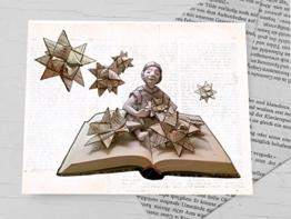Weihnachtskarte, Klappkarte für Bücher liebende Leseratten, Adventskarte Weihnachtstern, Fröbelstern, mit handgemachtem Umschlag aus Buchseiten, Book Art Karte, zu Weihnachten, Karte mit Weihnachtssternen aus Buchseiten -