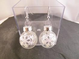 Weihnachtskugel Ohrringe Schneeflocke Christbaumkugel Glitter weiß Ohrhänger -